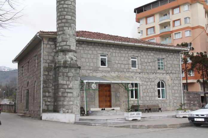 orta-mahalle-camii
